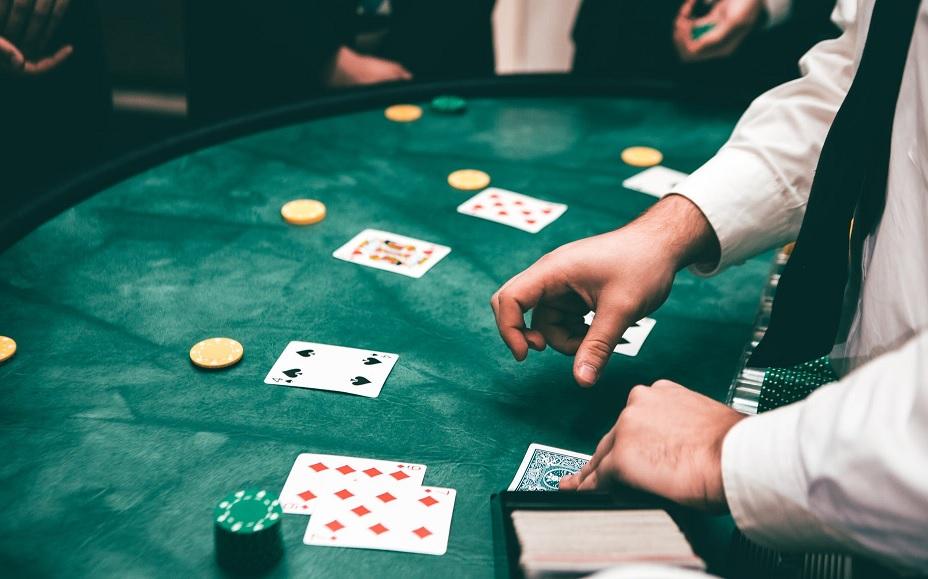 """纸牌扑克游戏_扑克牌游戏中的""""five of a kind""""是什么意思? - Will的美语课"""